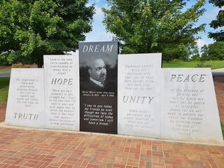 Am Denkmal für den Bürgerrechtskämpfer und Friedensnobelpreisträger Martin Luther King, der 1929 in Atlanta geboren und 1968 in Memphis, Tennessee ermordet wurde.